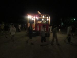 最後は、壮年団もみんなで盆踊りを踊って締めました。