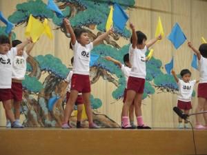 淳心保育園の園児によるダンス