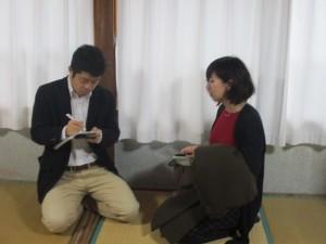 小槻記者のインタヴューを受ける森さん。