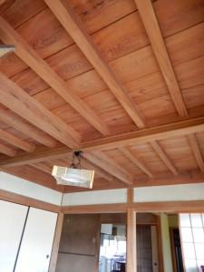 貼り替えの必要な天井