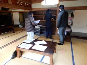 HAG設計事務所と建築業者の福島建設が綿密に現場打ち合わせ。