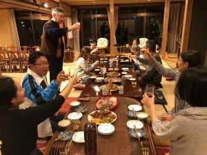 夜は、あんばんねのスタッフも一緒に交流会です。乾杯の発声を川添副理事長から。